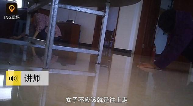 Trường học Trung Quốc gây tranh cãi khi bắt học viên khấu đầu nhận tội vì xem phim khiêu dâm và lười làm việc nhà - Ảnh 3.