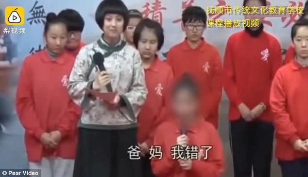 Trường học Trung Quốc gây tranh cãi khi bắt học viên khấu đầu nhận tội vì xem phim khiêu dâm và lười làm việc nhà - Ảnh 1.