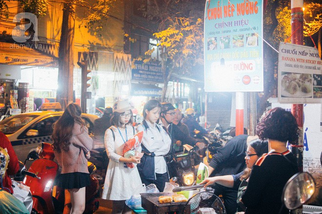 Chấm điểm chuối bọc nếp nướng - món ăn đường phố Sài Gòn ngon nhất thế giới vừa có mặt ở Hà Nội - Ảnh 4.