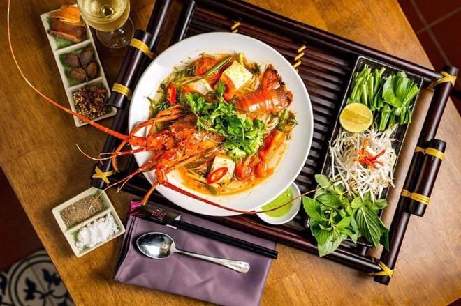 2 món phở đang khiến cộng đồng ẩm thực Sài Gòn sôi sục: Tô ngập thịt bò giá 2,3 triệu, tô sang chảnh với nguyên chú tôm hùm - Ảnh 11.