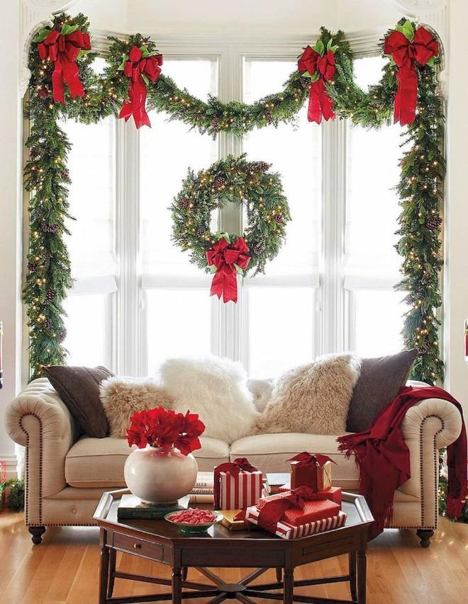 Mang không khí Giáng sinh đến từng khung cửa sổ nhà bạn với hàng loạt ý tưởng trang trí sáng tạo - Ảnh 1.