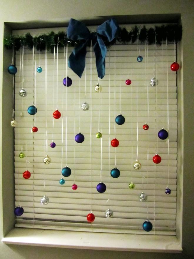Mang không khí Giáng sinh đến từng khung cửa sổ nhà bạn với hàng loạt ý tưởng trang trí sáng tạo - Ảnh 2.