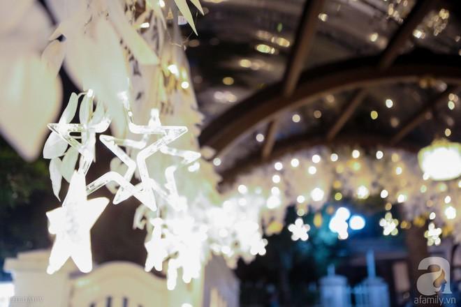 Ngắm ngôi biệt thự lung linh màu sắc Giáng sinh ở Long Biên, Hà Nội - Ảnh 6.