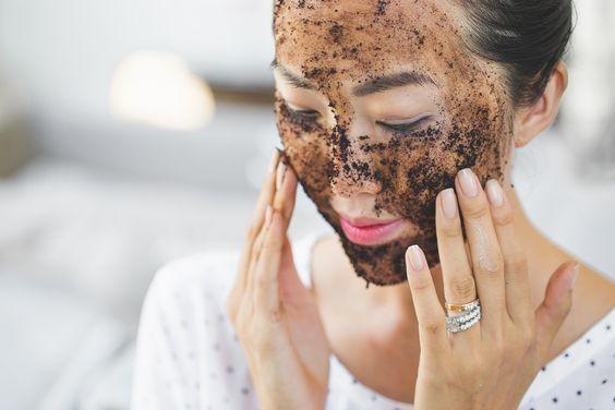 Bạn có biết mặt nạ giấy, dầu gội khô... càng dùng nhiều lại khiến da, tóc xấu đi - Ảnh 3.
