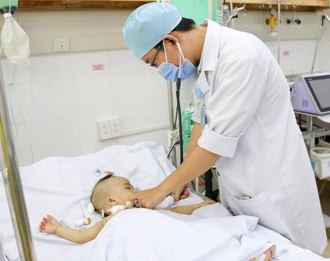 TP.HCM: Bé trai 1 tuổi sốc nhiễm trùng nặng, tiên lượng tử vong 99% được cứu sống - ảnh 2