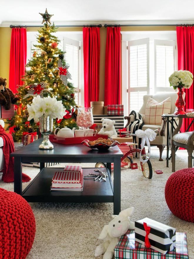 Những kiểu trang trí phòng khách đậm chất Giáng sinh nhìn đã thấy an lành - Ảnh 1.