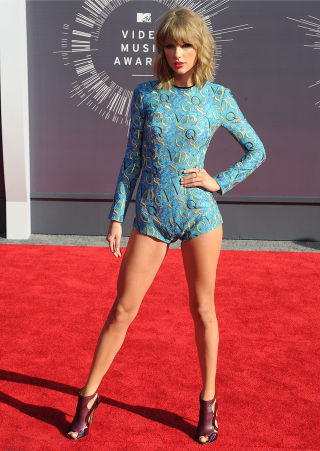Đôi chân tỷ lệ vàng trị giá 40 triệu USD của Taylor Swift nay còn đâu khi cô nàng đang tăng cân không phanh thế này? - Ảnh 9.