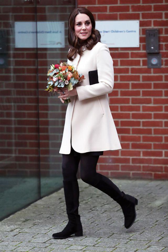Bầu bí lần 3, Công nương Kate vẫn rất chăm diện lại đồ của vài năm trước - Ảnh 7.