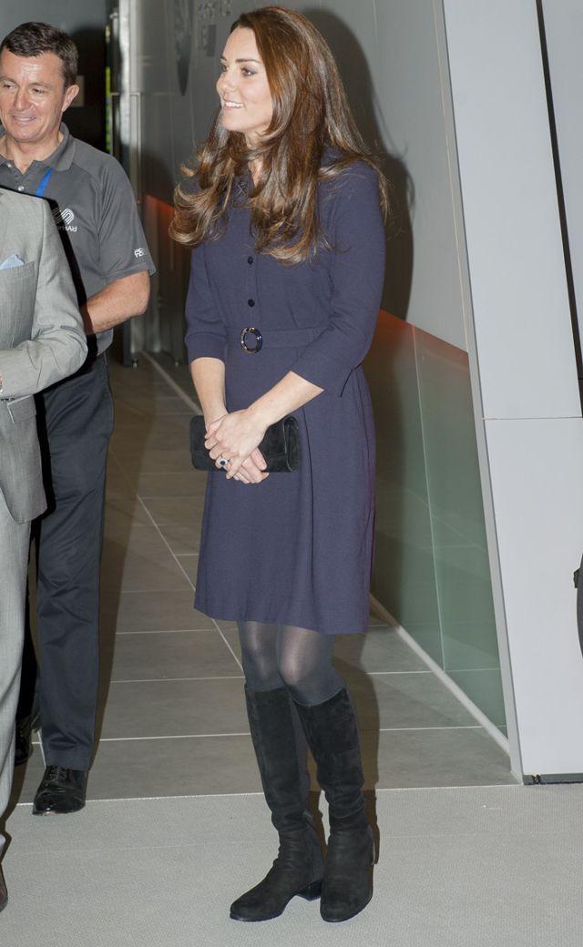 Bầu bí lần 3, Công nương Kate vẫn rất chăm diện lại đồ của vài năm trước - Ảnh 10.
