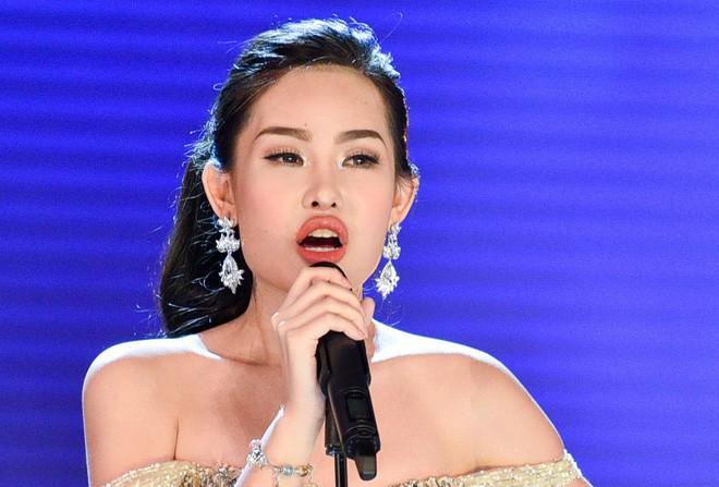 Sau gần 2 tháng đăng quang, giờ môi của Hoa hậu Đại Dương Ngân Anh lại gọn như chưa từng... tều - Ảnh 1.