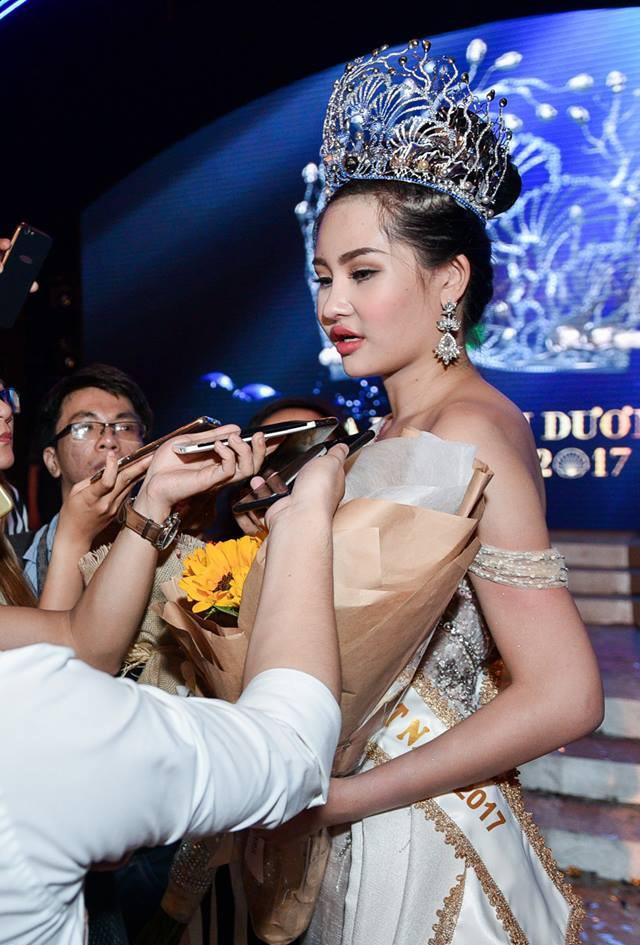 Sau gần 2 tháng đăng quang, giờ môi của Hoa hậu Đại Dương Ngân Anh lại gọn như chưa từng... tều - Ảnh 2.