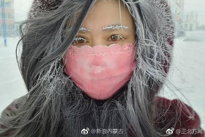 Mùa đông lạnh đóng băng cả quần ở Trung Quốc khiến nhiều người không thể tin nổi - ảnh 1