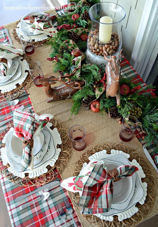 Trang trí bàn ăn thật lung linh và ấm cúng cho đêm Giáng sinh an lành - Ảnh 2.