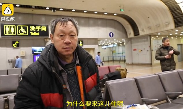 Bị vợ cấm uống rượu, chồng bỏ nhà đi và đóng đô ở sân bay suốt 10 năm không thèm về - Ảnh 4.