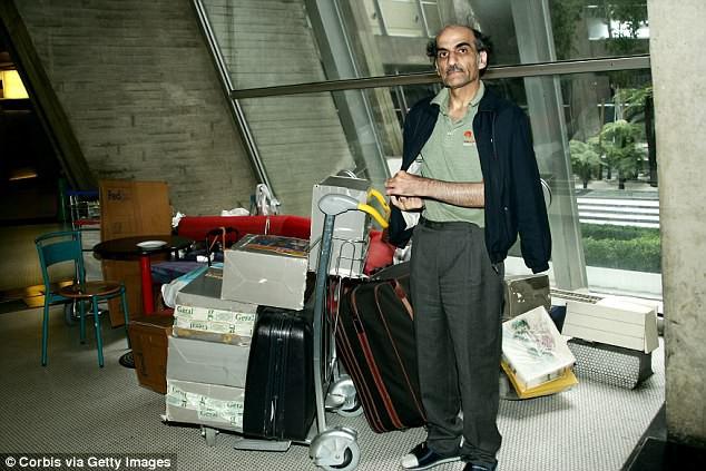 Bị vợ cấm uống rượu, chồng bỏ nhà đi và đóng đô ở sân bay suốt 10 năm không thèm về - Ảnh 6.