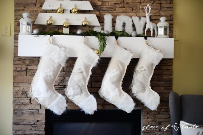 Trang trí nhà đón Noel bằng những chiếc tất - vừa lạ, vừa dễ thương, vừa dễ làm - Ảnh 1.