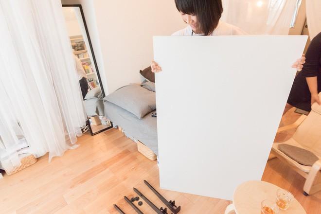 Căn hộ tí hon chưa đầy 20m² vừa đẹp, vừa gọn dù nhiều đồ nhờ sự bố trí nội thất rất thông minh của nữ nhiếp ảnh trẻ - Ảnh 3.