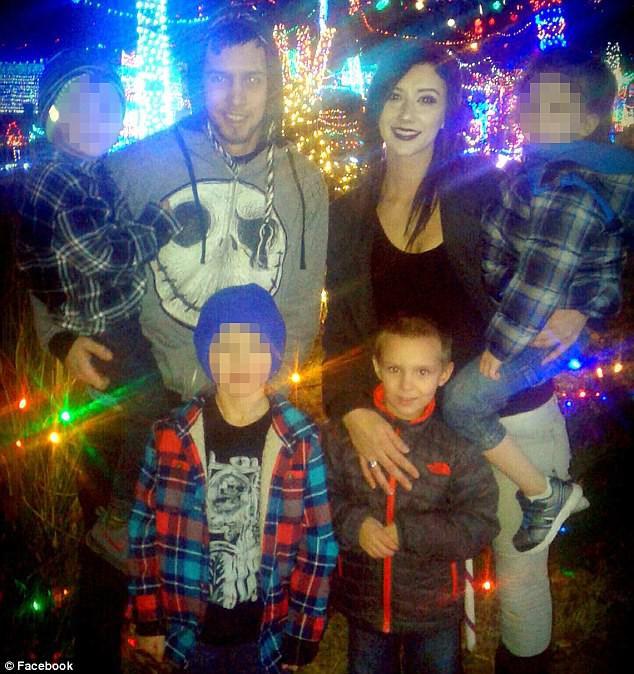 Nghịch ngợm mở quà Giáng sinh sớm, cậu bé 5 tuổi bị bạn trai của mẹ dùng dây nịt đánh dã man - Ảnh 4.