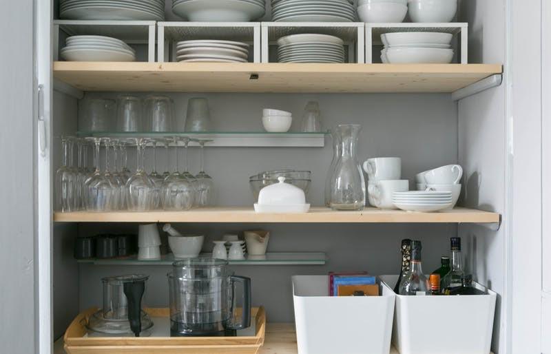 10 cách lưu trữ cực thông minh trong không gian nhà bếp nhỏ hẹp - Ảnh 2.