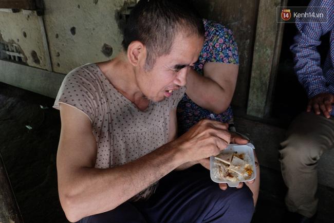 """Mẹ già nuôi 6 người con dại: """"Các con tôi đã được ăn những bữa cơm có cá thịt"""" - Ảnh 11."""