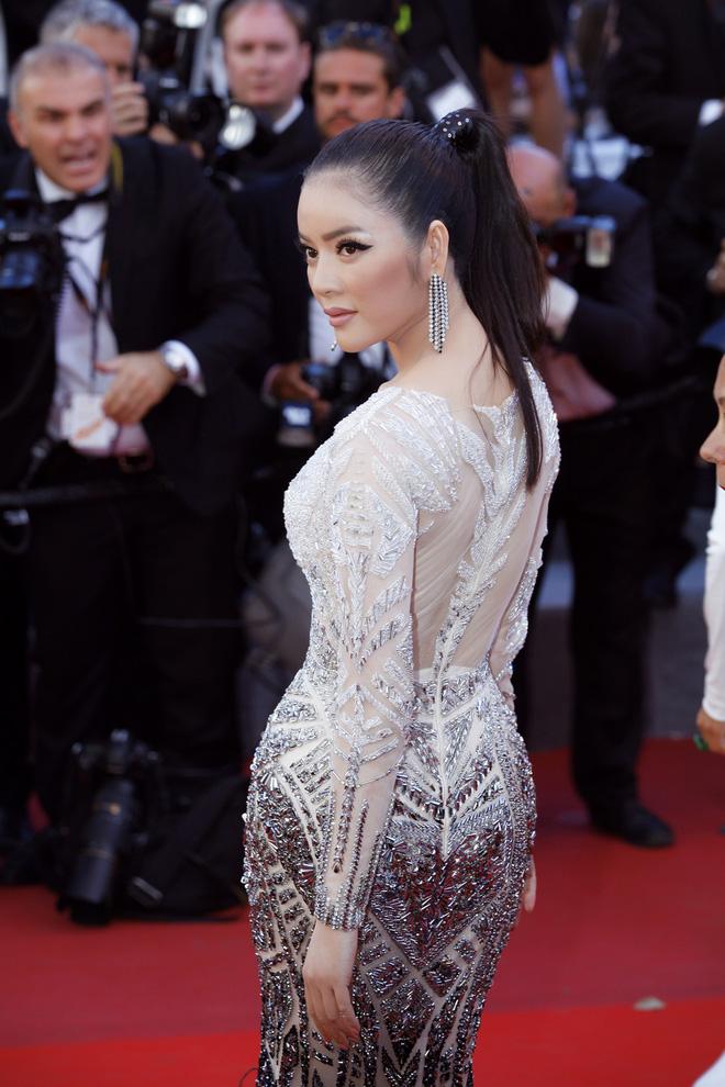 Diện thiết kế Việt, Lý Nhã Kỳ xuất sắc hóa Nữ hoàng Cleopatra trên thảm đỏ LHP Cannes ngày 4 - Ảnh 11.