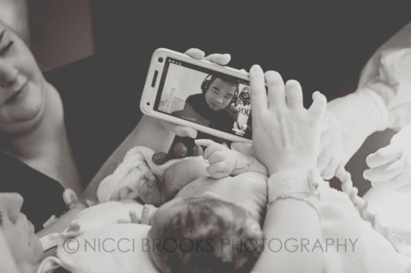 Xúc động những khoảnh khắc diệu kì của những ông bố khi lần đầu nhìn thấy con vừa chào đời - Ảnh 11.