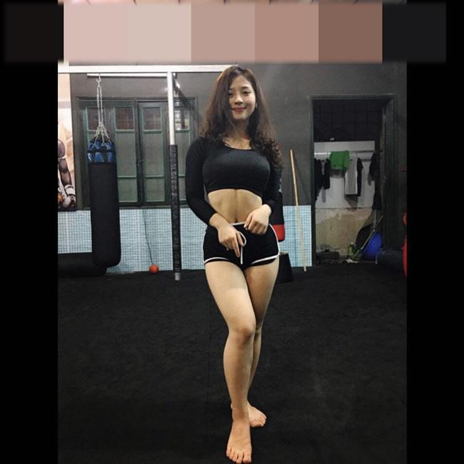 Cô học cùng lúc côn nhị khúc, võ Vovinam, kickbox và gym.