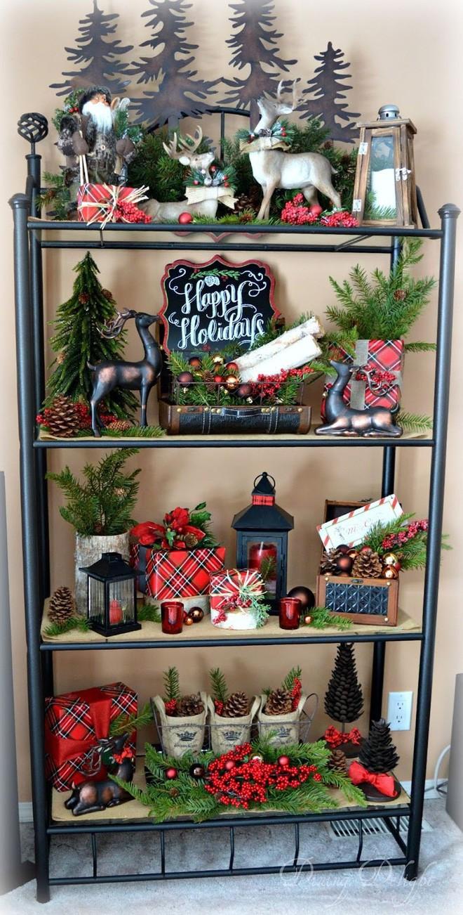 Những kiểu trang trí phòng khách đậm chất Giáng sinh nhìn đã thấy an lành - Ảnh 11.