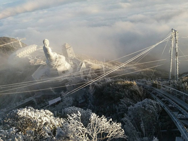 Đỉnh Fansipan trắng xóa băng tuyết khi nhiệt độ trong đêm giảm xuống -7 độ C - Ảnh 11.