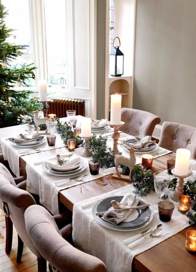 Trang trí bàn ăn thật lung linh và ấm cúng cho đêm Giáng sinh an lành - Ảnh 11.