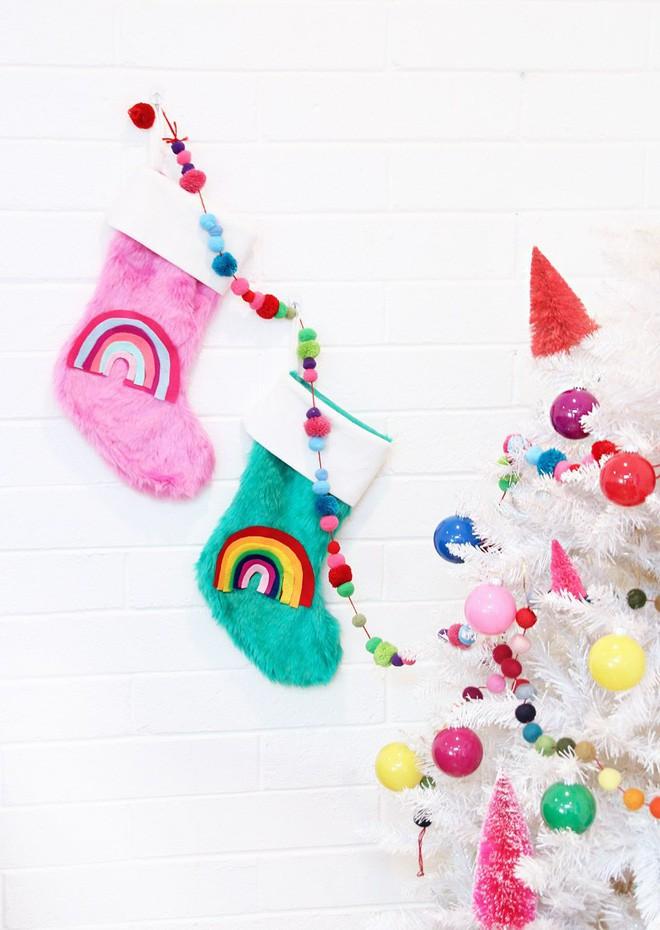 Trang trí nhà đón Noel bằng những chiếc tất - vừa lạ, vừa dễ thương, vừa dễ làm - Ảnh 11.