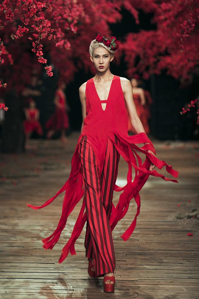 Đến tận ngày cuối cùng của năm 2017, Hoa hậu Kỳ Duyên vẫn phá đảo show diễn của NTK Đỗ Mạnh Cường - Ảnh 11.