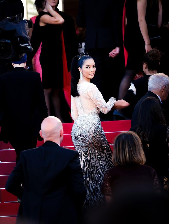 Diện thiết kế Việt, Lý Nhã Kỳ xuất sắc hóa Nữ hoàng Cleopatra trên thảm đỏ LHP Cannes ngày 4 - Ảnh 12.
