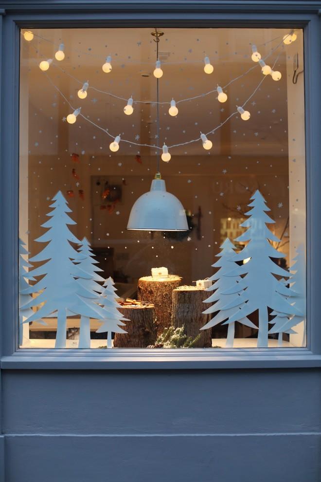 Mang không khí Giáng sinh đến từng khung cửa sổ nhà bạn với hàng loạt ý tưởng trang trí sáng tạo - Ảnh 12.