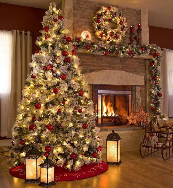 Những kiểu trang trí phòng khách đậm chất Giáng sinh nhìn đã thấy an lành - Ảnh 12.