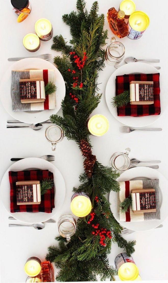Trang trí bàn ăn thật lung linh và ấm cúng cho đêm Giáng sinh an lành - Ảnh 12.