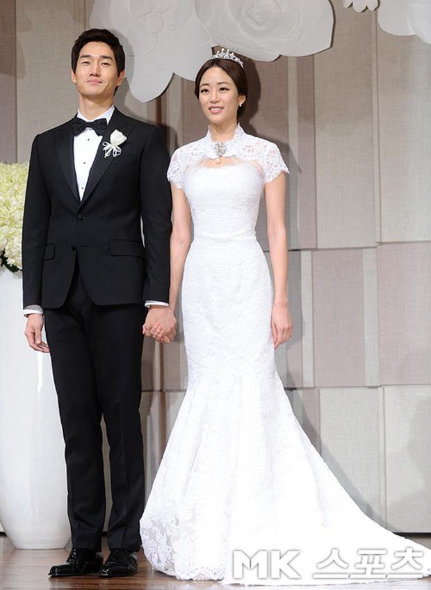 Váy cưới của các mỹ nhân đình đám xứ kim chi: người chi cả tỷ cho hàng hiệu, người diện thiết kế không tên tuổi - Ảnh 13.