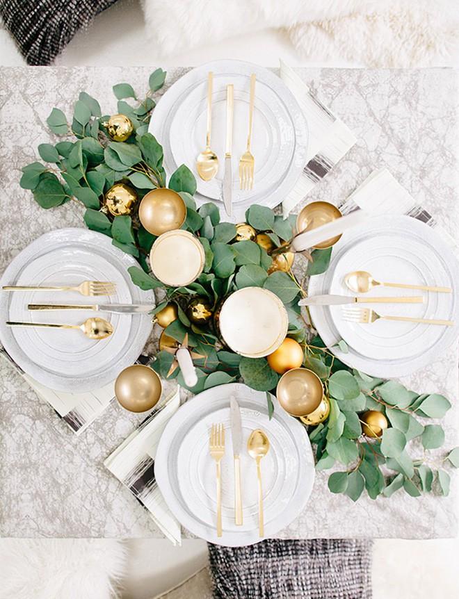 Trang trí bàn ăn thật lung linh và ấm cúng cho đêm Giáng sinh an lành - Ảnh 13.
