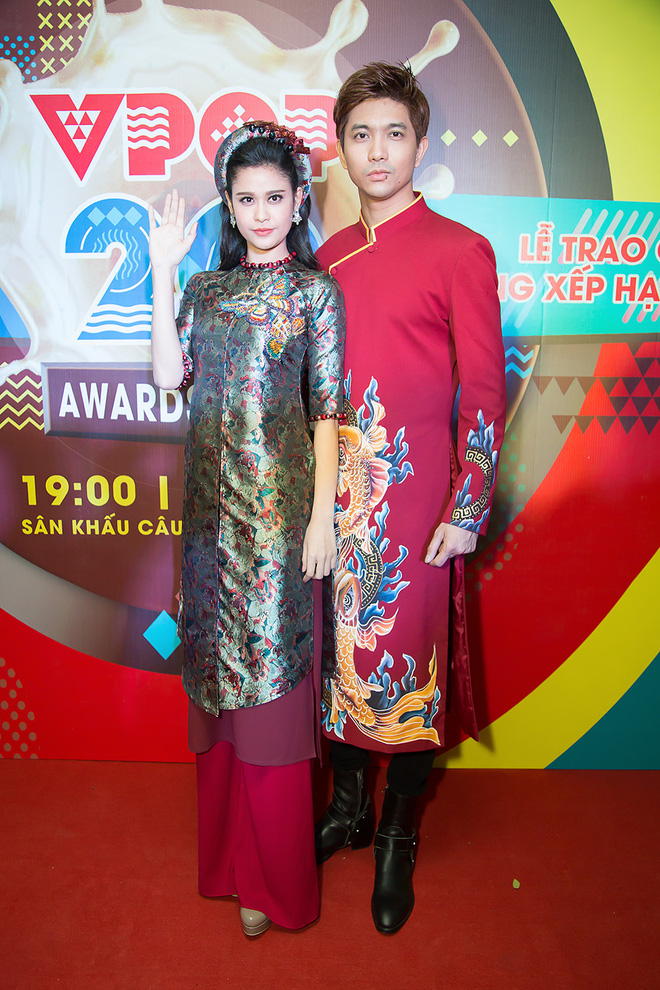 Không chỉ mặc ton-sur-ton, Tim và Trương Quỳnh Anh còn thích chăm chút quần áo trên thảm đỏ cho nhau - Ảnh 14.