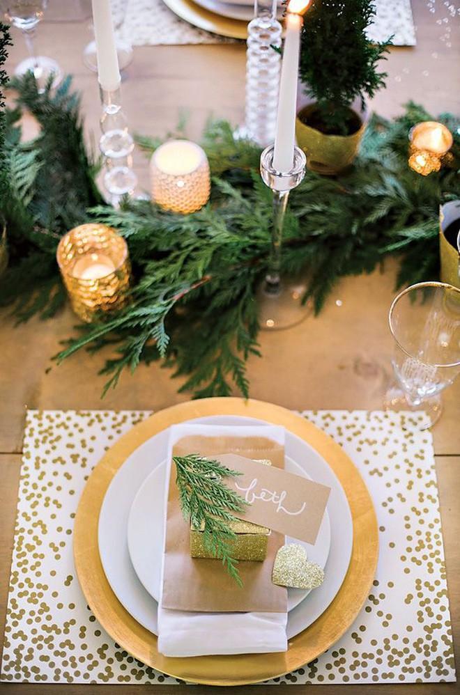 Trang trí bàn ăn thật lung linh và ấm cúng cho đêm Giáng sinh an lành - Ảnh 14.
