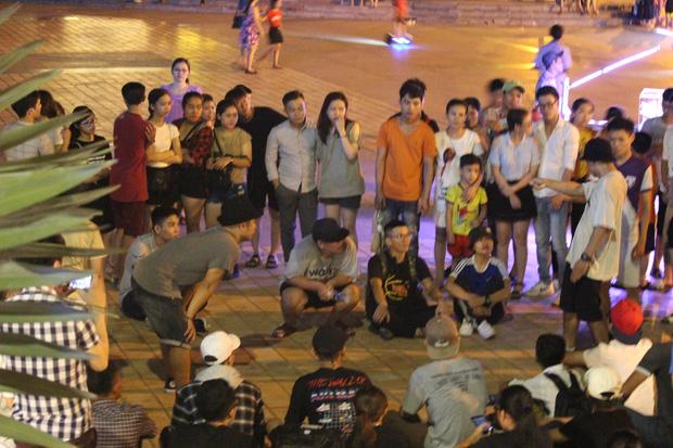 Chùm ảnh: Giới trẻ khắp mọi miền háo hức dạo phố đêm Quốc khánh 2/9 - ảnh 15
