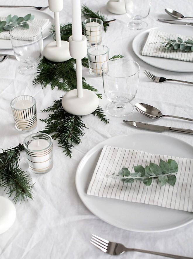 Trang trí bàn ăn thật lung linh và ấm cúng cho đêm Giáng sinh an lành - Ảnh 18.