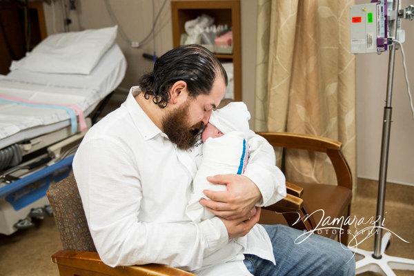 Xúc động những khoảnh khắc diệu kì của những ông bố khi lần đầu nhìn thấy con vừa chào đời - Ảnh 17.