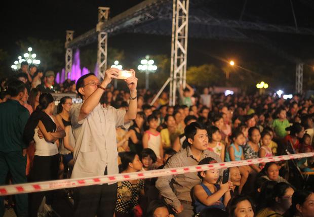 Chùm ảnh: Giới trẻ khắp mọi miền háo hức dạo phố đêm Quốc khánh 2/9 - ảnh 17