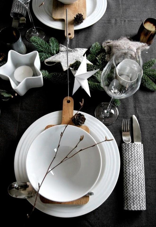 Trang trí bàn ăn thật lung linh và ấm cúng cho đêm Giáng sinh an lành - Ảnh 19.