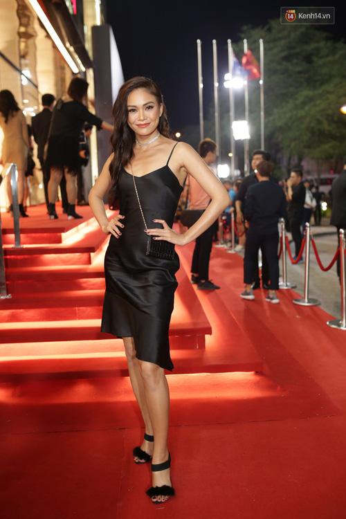 Angela Phương Trinh & Chi Pu quá đỗi sành điệu, công phá thảm đỏ sự kiện ra mắt H&M Việt Nam - Ảnh 18.