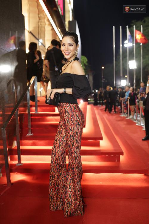 Angela Phương Trinh & Chi Pu quá đỗi sành điệu, công phá thảm đỏ sự kiện ra mắt H&M Việt Nam - Ảnh 19.