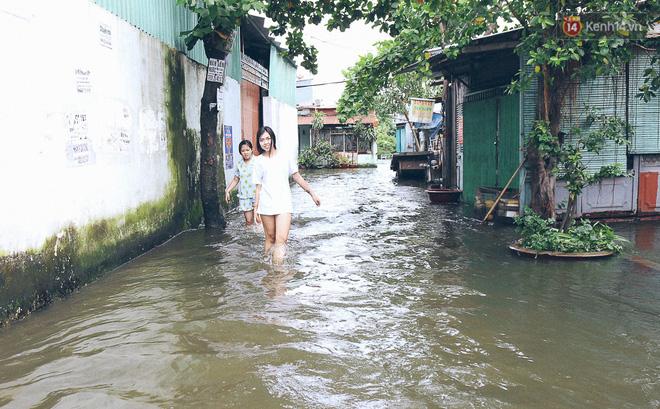 Cảnh tượng bi hài của người Sài Gòn sau những ngày mưa ngập: Sáng quăng lưới, tối thả cần câu bắt cá giữa đường - Ảnh 20.