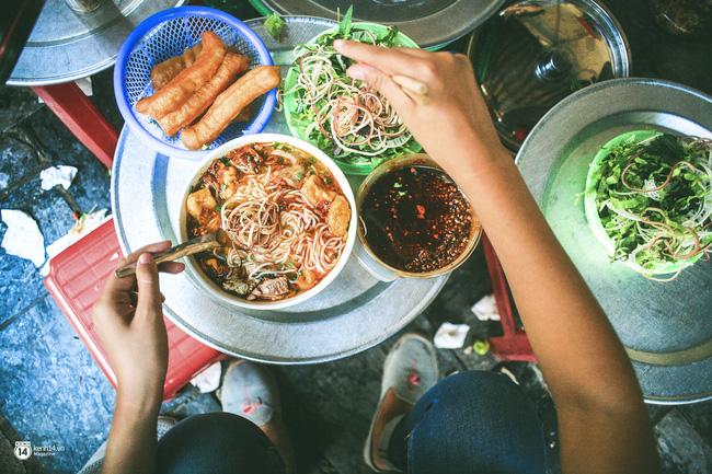9 quán bún giá mềm cho bữa sáng ngon tuyệt ở Hà Nội - Ảnh 13.