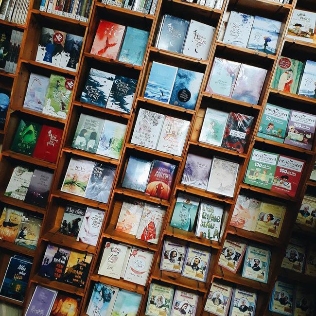 4 nhà sách đẹp mê ly, ở lì cả ngày không biết chán ở Sài Gòn - Ảnh 20.